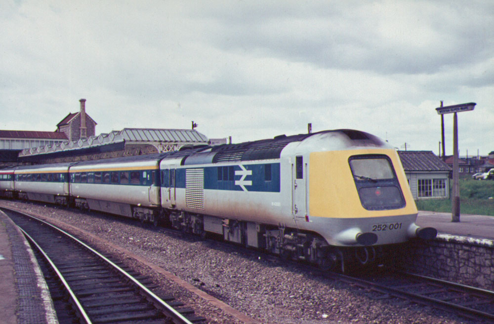 Class 252 in blue and grey