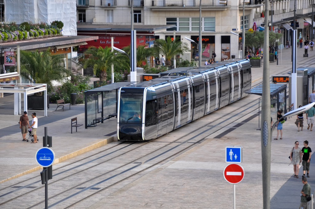 Alstom Citadis 402 in the Tours city centre section