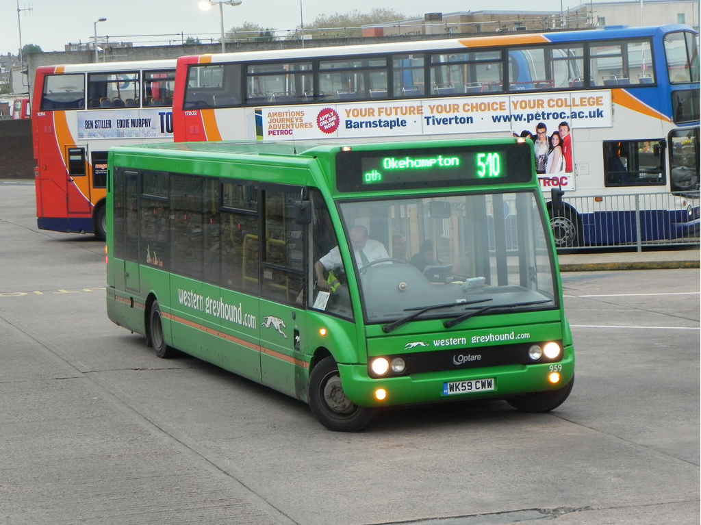 Western Greyhound's fleet have, for the most part, been fitted with either roller blinds or these rather attractive green LEDs. Image credit: B.BPhotos on Flickr.
